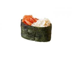 Суши с копченым лососем и сливочным сыром